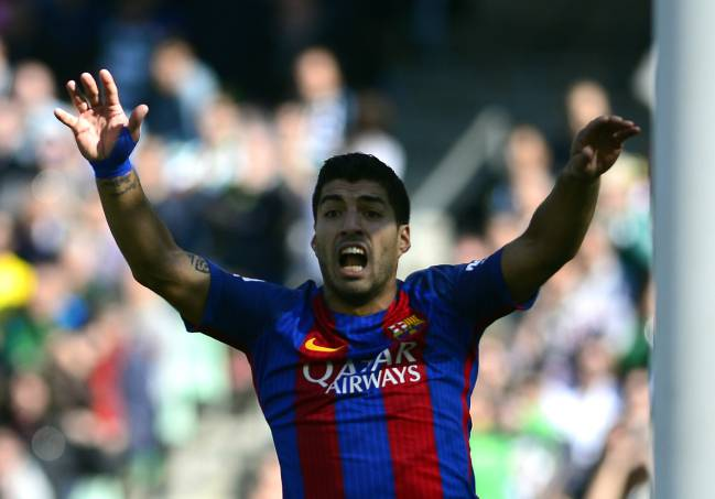 Barcelona's Uruguayan forward Luis Suárez was one that was sure the ball was over the line.