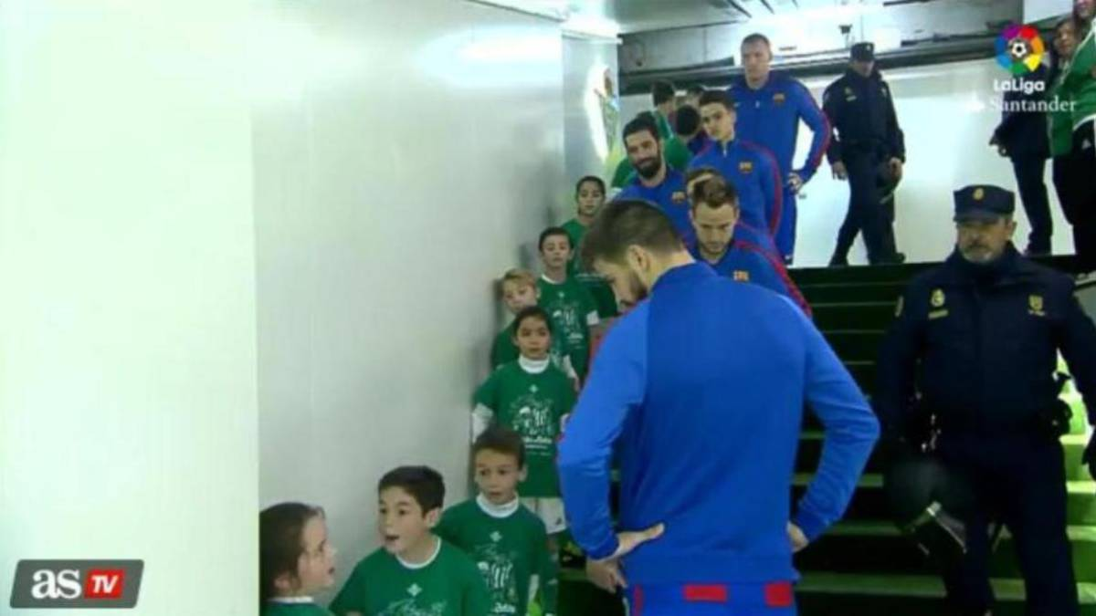 Piqué shows caring side and is a big hit with Betis kids