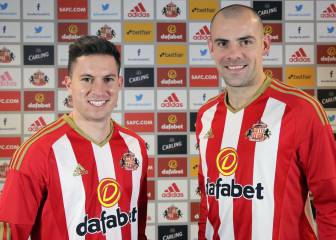 Sunderland seal signing of Everton pair Gibson and Oviedo