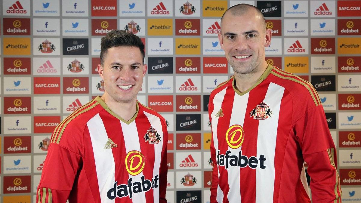 Sunderland sign Everton pair Gibson and Oviedo