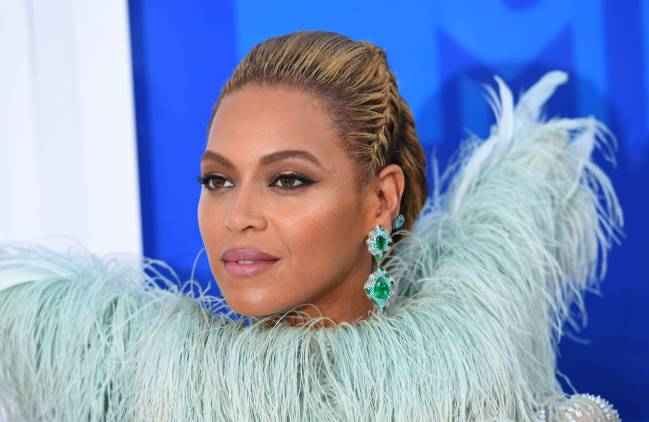 Could Beyonce be set to feature at the Super Bowl half-time show with Lady Gaga.