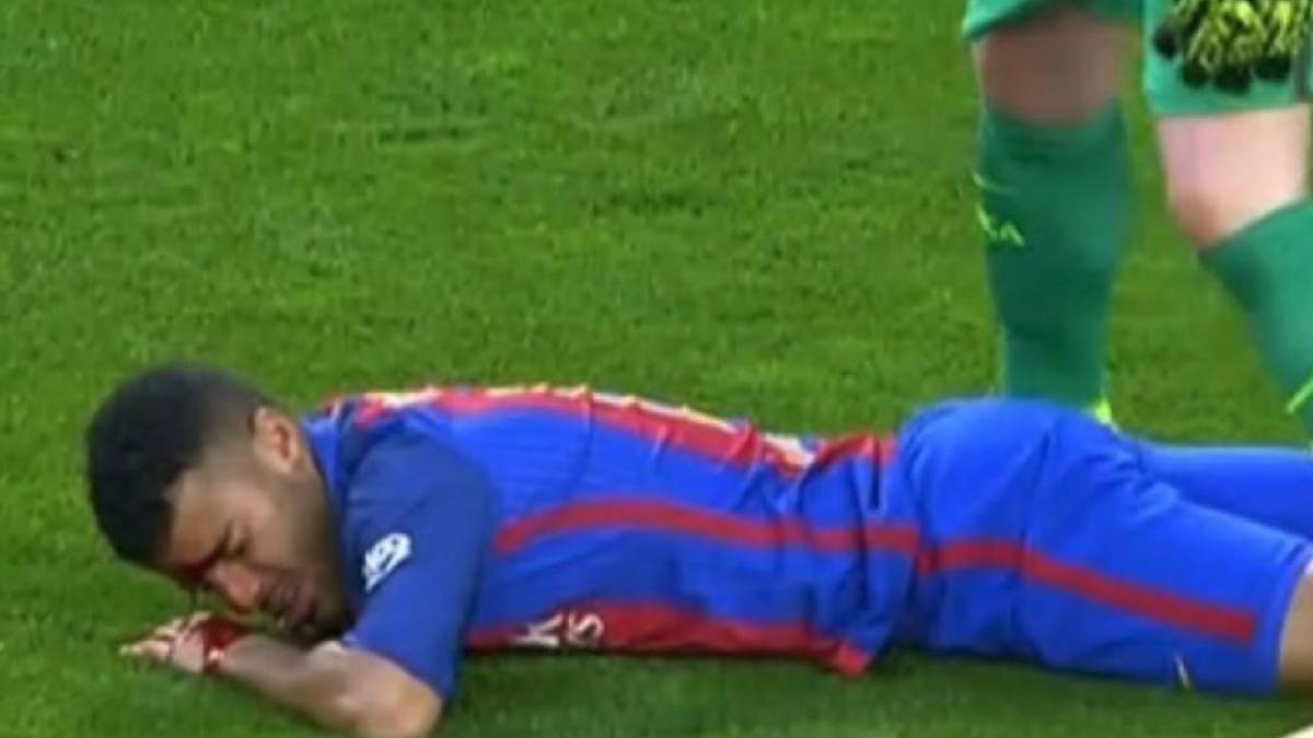 Rafinha suffers nasty gash to the face after being booted by Stegen