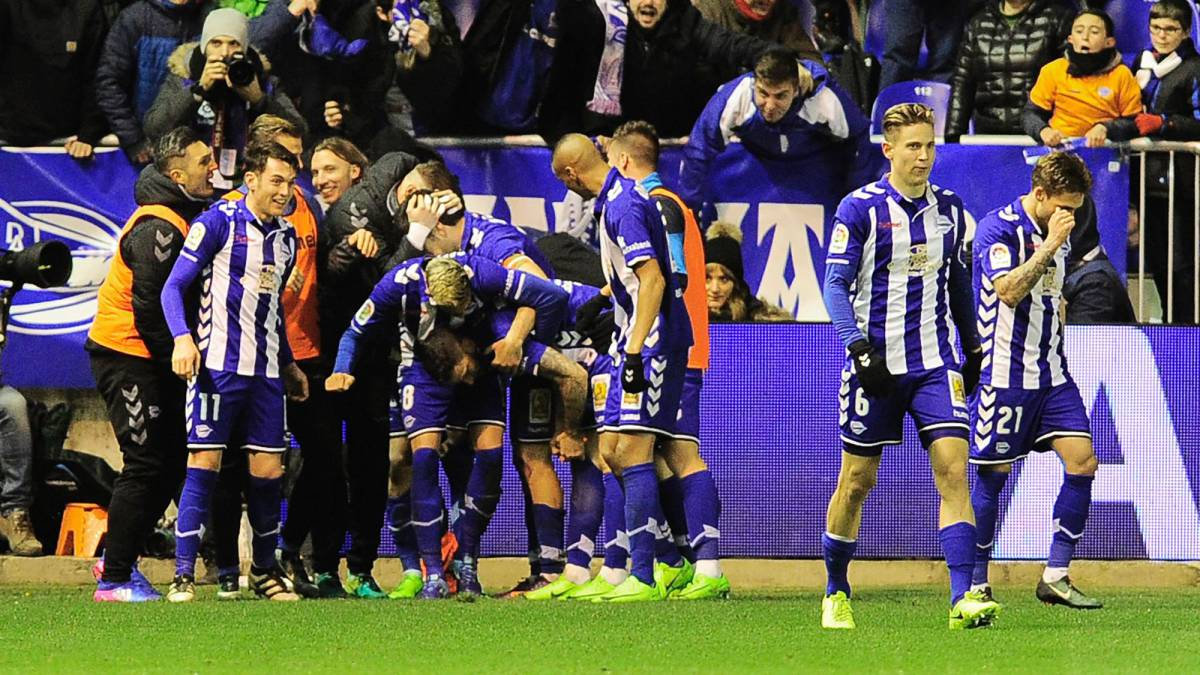 Deportivo Alaves players celebrate after scoring their first goal during the Spanish Copa del Rey (King's Cup) semi final