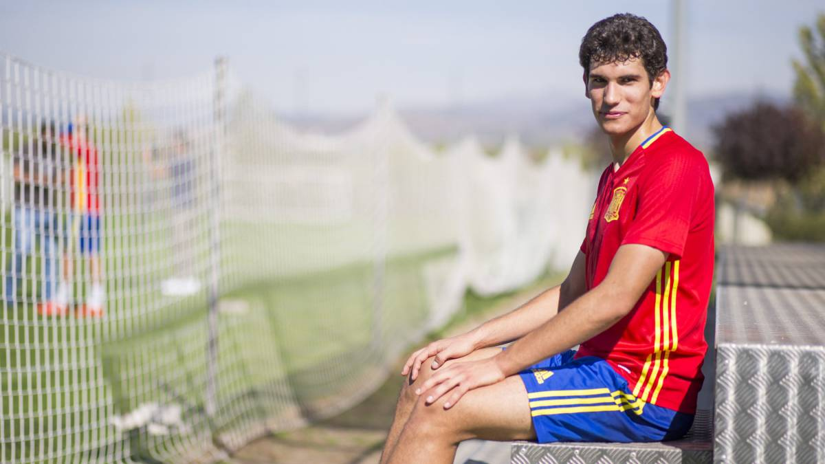 Jesus Vallejo with the Spanish under-21 side.