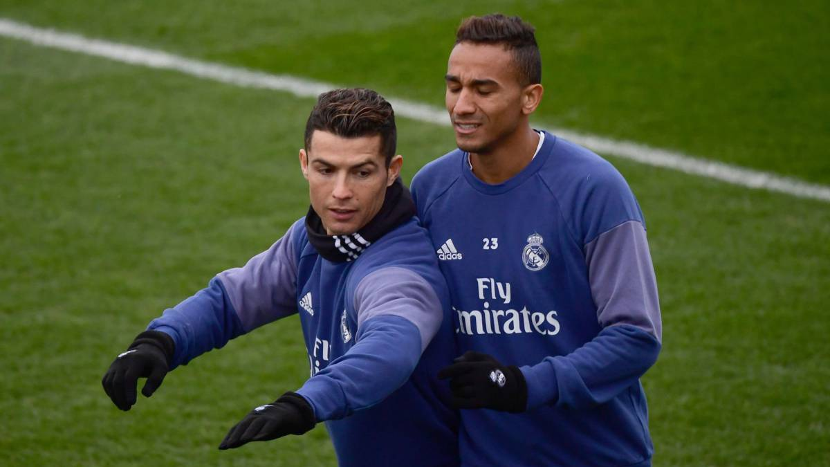 Real Madrid's Portuguese forward Cristiano Ronaldo (L) and Real Madrid's Brazilian defender Danilo attend a training session at Valdebebas