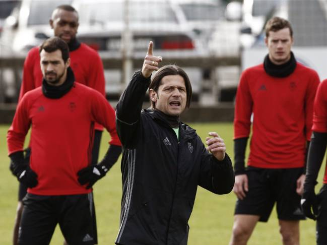 Vasiljevic takes training with Osasuna ahead of the Real Madrid game.