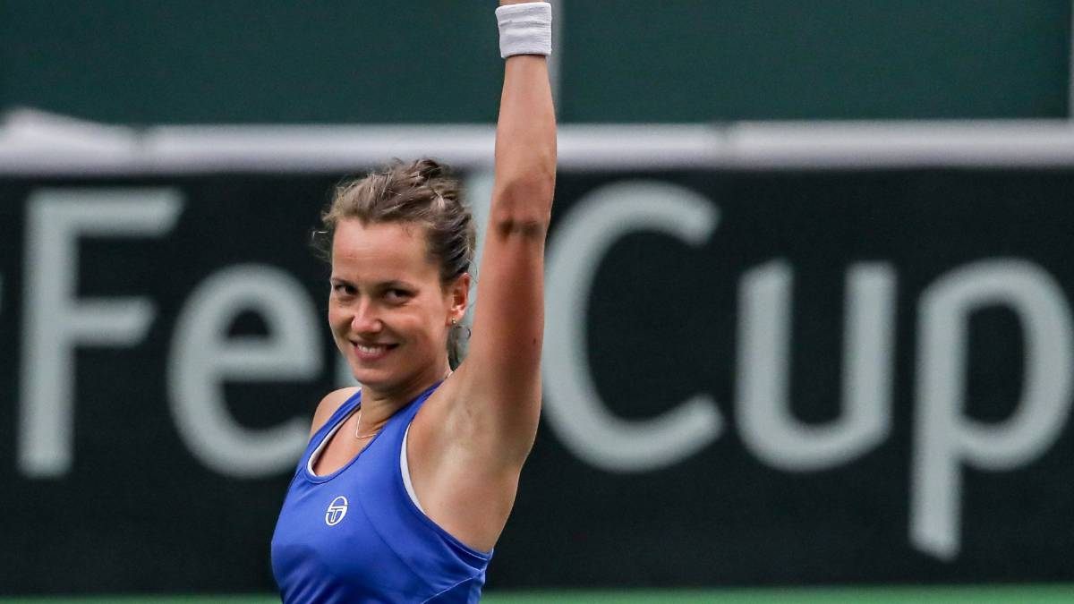 Czech Republic power past Spain into Fed Cup last four