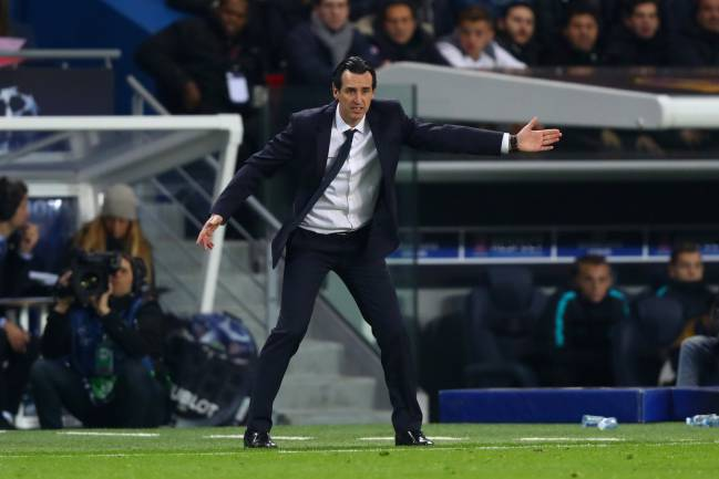 Unai Emery, head coach of Paris Saint-Germain FC issues instructions to his players on the touchline.