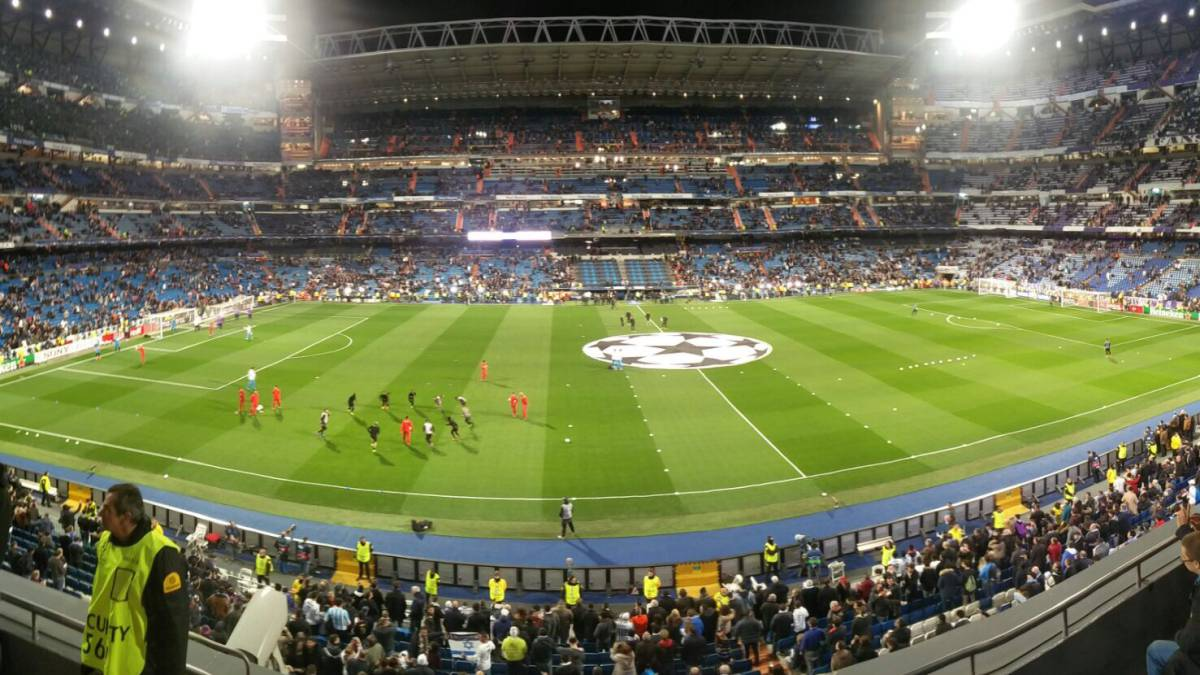 Panorama of the Bernabéu stadium 30 minutes before Real Madrid - Napoli