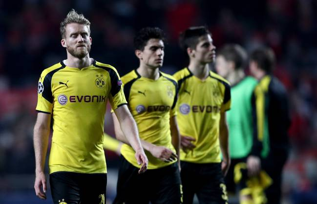 Andre Schuerrle of Dortmund looks dejected after loosing the UEFA Champions League Round of 16 first leg match between SL Benfica and Borussia Dortmund