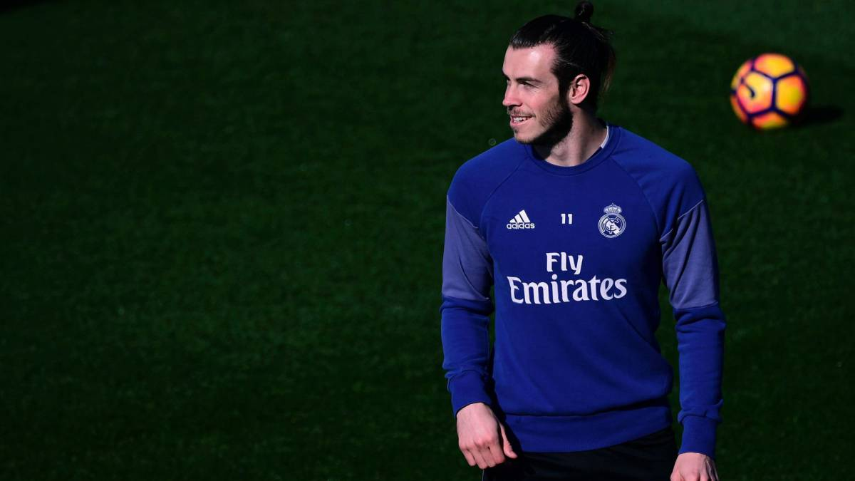 Real Madrid's Welsh forward Gareth Bale attends a training session at Valdebebas Sport City in Madrid