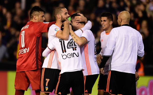Valencia beat Real Madrid to open up the LaLiga title race