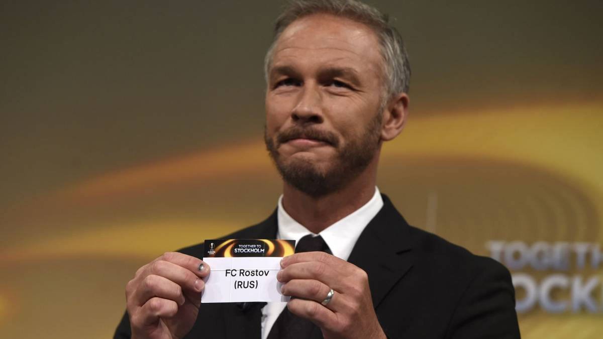 Europa League final ambassador Patrik Andersson shows the name of Rostov during the draw for the round of 16 of the UEFA Europa League