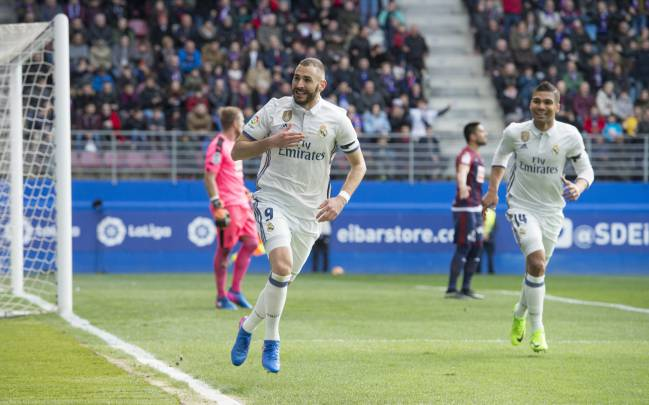 Benzema celebrates scoring against Eibar.