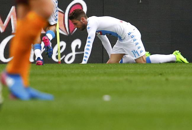 Mertens celebrates like a dog after scoring against Roma for Napoli