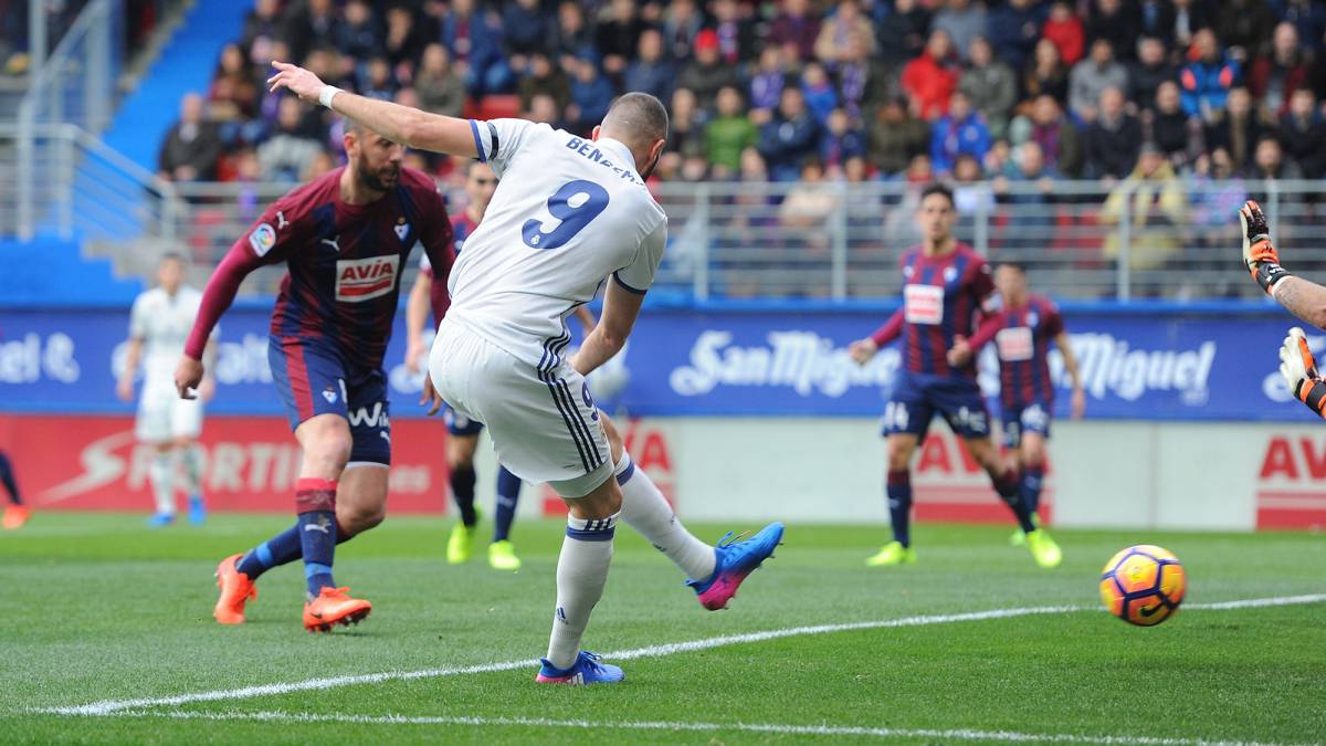 Karim Benzema of Real Madrid scores Real's 1st goal during the La Liga match between SD Eibar