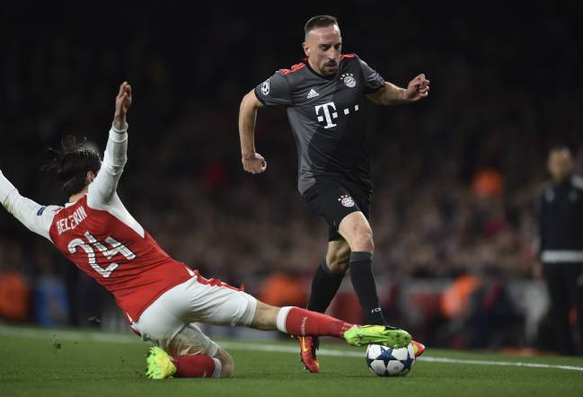 Hector Bellerín stops Franck Ribery in his tracks
