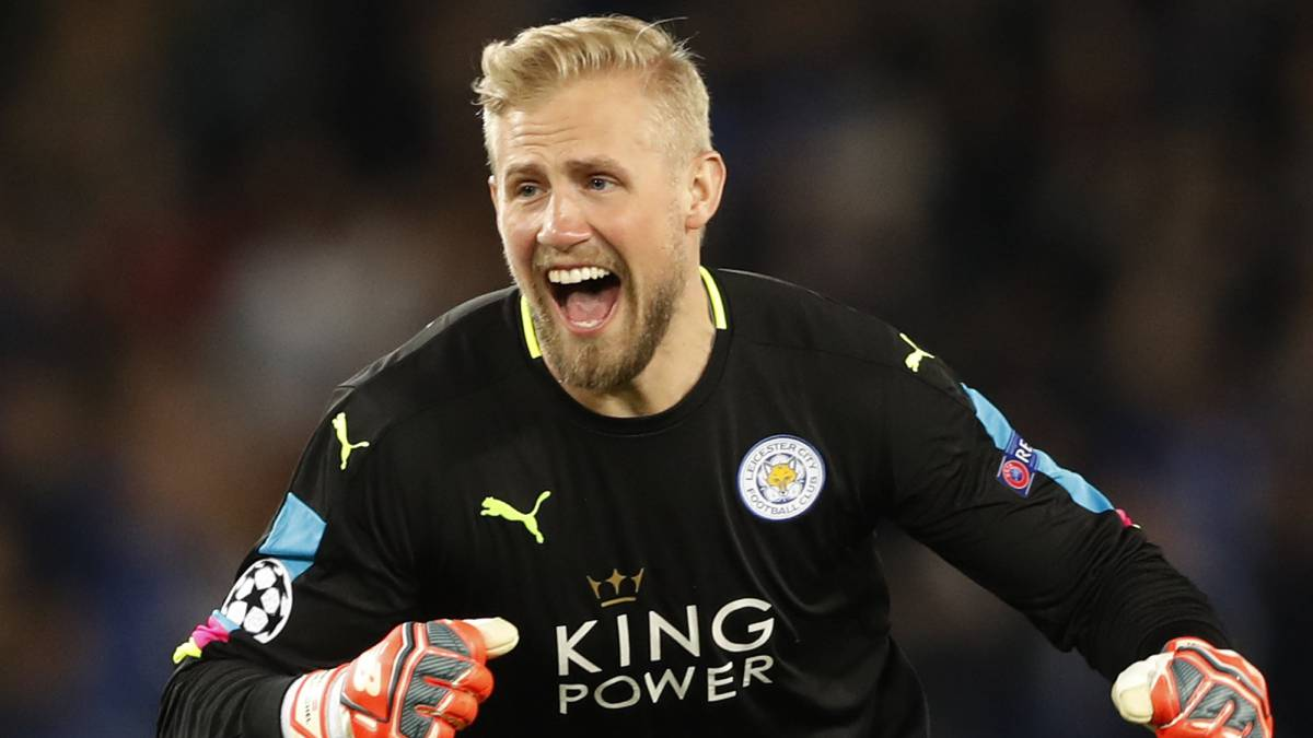 Leicester City's Kasper Schmeichel celebrates after Wes Morgan scores their first goal