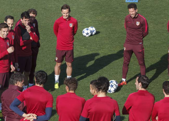 Diego Simeone having a laugh during Atletico Madrid training as Profe Ortega addresses the players.