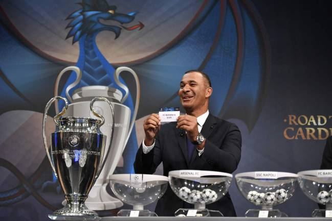 Netherlands' former striker Ruud Gullit shows the name of Barcelona during the draw for the round of 16 of the UEFA Champions League football in December 12, 2016.