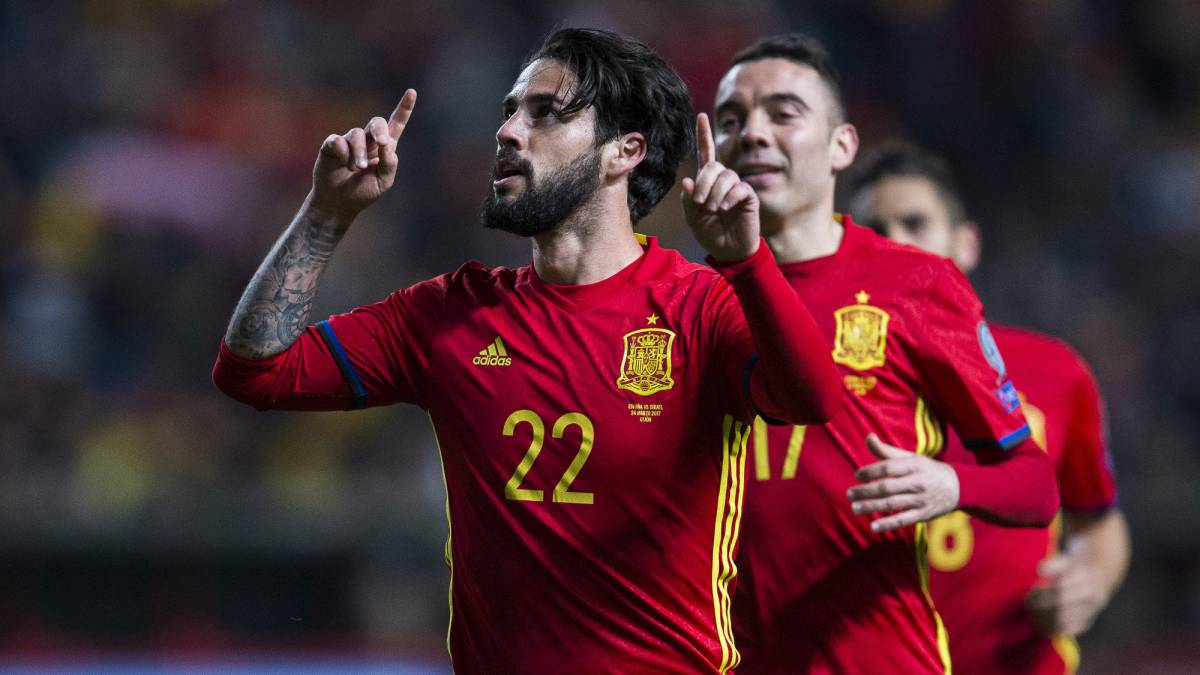 Francisco Roman 'Isco' of Spain celebrates after scoring his team's fourth goal