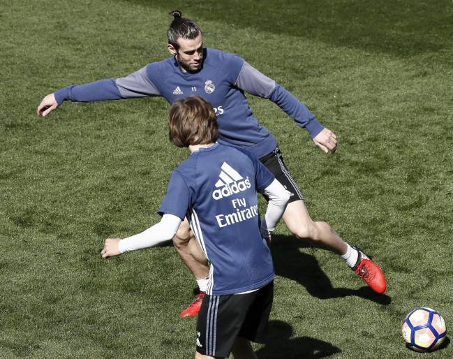 Gareth Bale and Luka Modric will be available for Monday's early evening session in Valdebebas