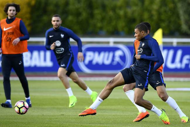 Kylian Mbappé, in training with France this afternoon.