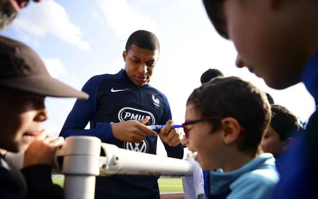Mbappé attends autograph hunters during France's training session in Clairefontaine yesterday.