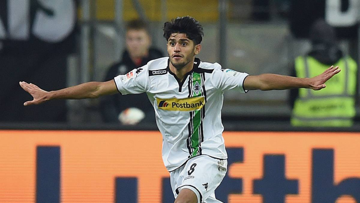 Dahoud signs with Dortmund