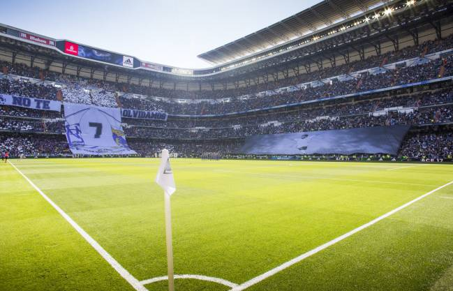 The Bernabéu pays tribute to Juanito ahead of the Alavés game.