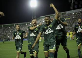 Chapecoense beat Atlético in emotional Super Cup opener