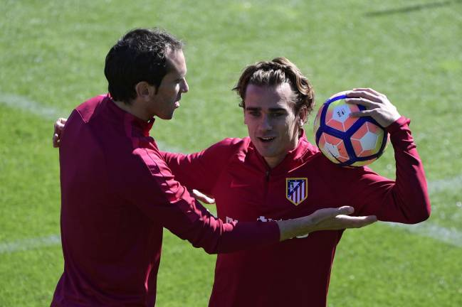 Atletico Madrid's Uruguayan defender Diego Godin wants to take a ball to Atletico Madrid's French forward Antoine Griezmann