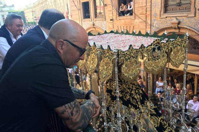 Jorge Sampaoli watches the Macarena pass by in Seville's Easter processions