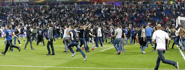 Violent incidents delay Lyon - Besiktas Europa League match
