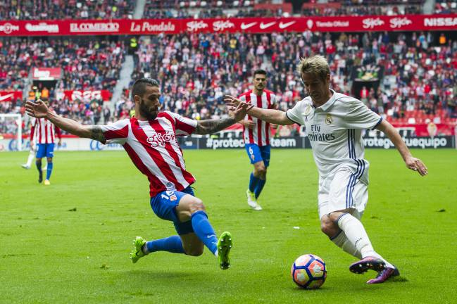 Fabio Coentrao in action against Sporting de Gijon