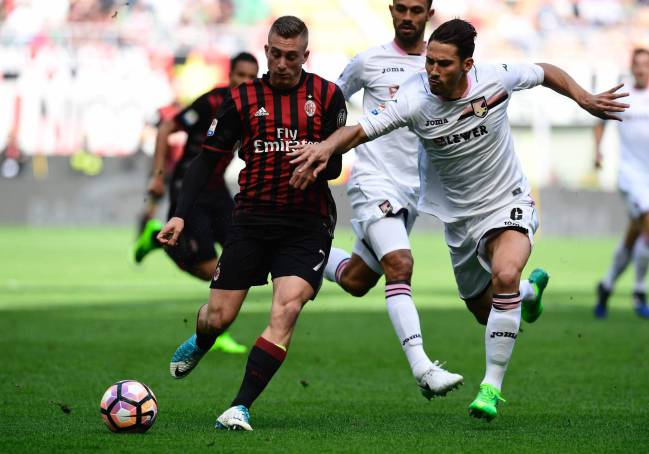 AC Milan's Spanish forward Gerard Deulofeu vies with Palermo's Italian defender Edoardo Goldaniga in the Italian Serie A.