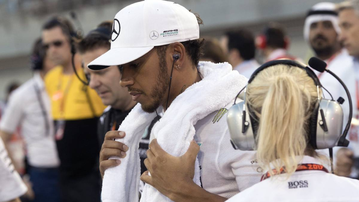 Bahrain Grand Prix: Hamilton takes blame for penalty