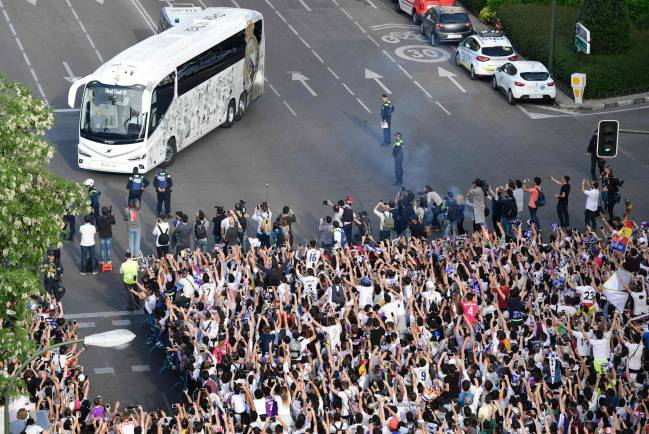 Real Madrid fans out in force to greet team bus