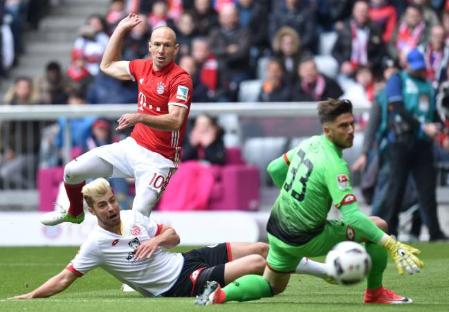 Arjen Robben pulls Bayern back level against Mainz 05