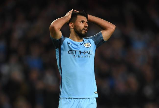 A dominant Manchester City failed to put 10-man rivals Manchester United to the sword, with Aguero coming close on many occasions. Fellaini saw red.