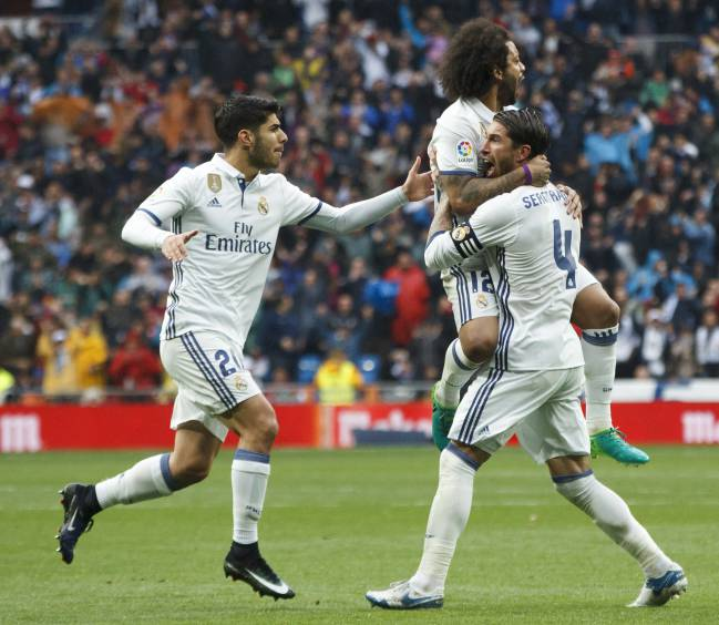 Real Madrid and Barcelona stay neck and neck at the top of LaLiga