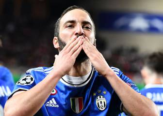Higuain and Alves are too hot to handle for Monaco