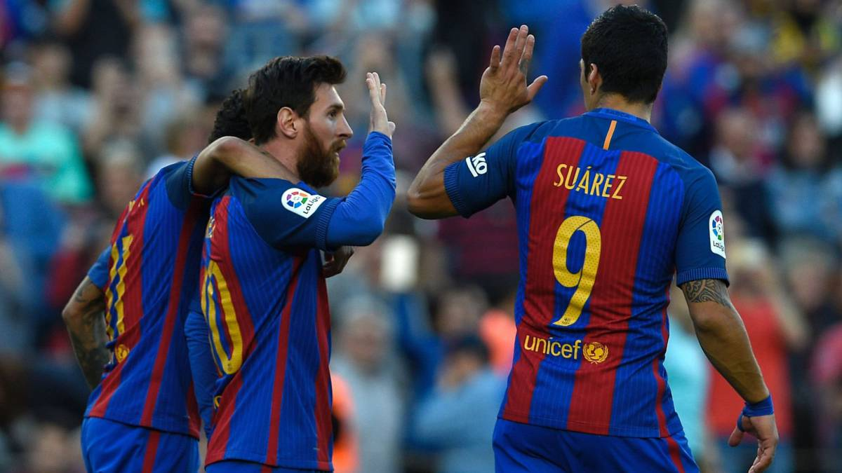 Barcelona's Argentinian forward Lionel Messi (C) celebrates a goal with Barcelona's Uruguayan forward Luis Suarez (R) and Barcelona's Brazilian forward Neymar