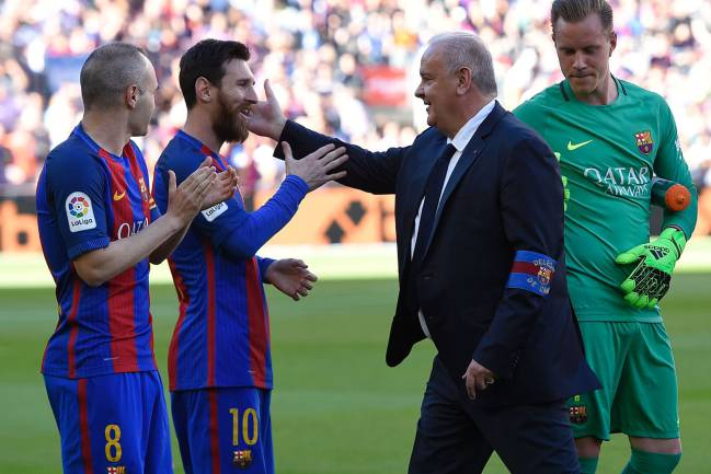 Barcelona's Argentinian forward Lionel Messi is congratulated by Barcelona staff member Carles Nadal.