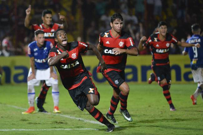 Vinicius Júnior finds the net against Cruzeiro.