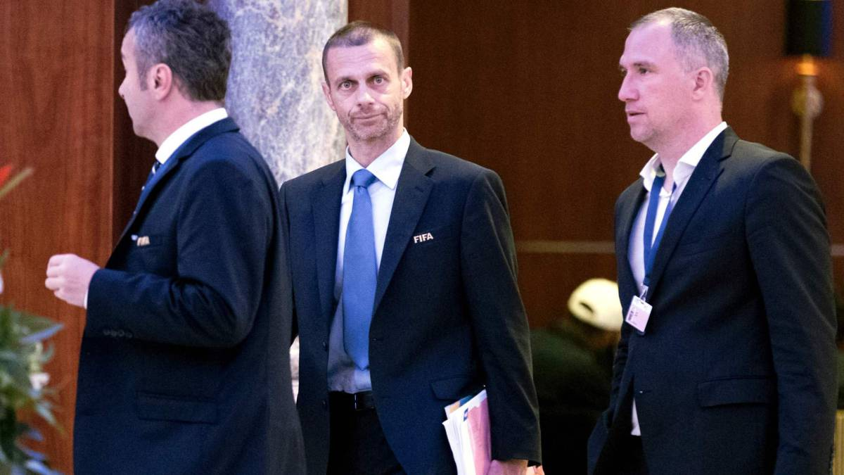 Aleksander Ceferin (C) President of the UEFA leaves following a meeting of the FIFA council in Manama