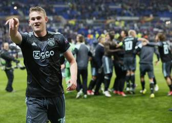 Ajax weather Lyon storm to progress to Europa League final