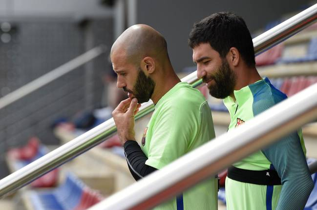 Barcelona's defensive plans for LaLiga's finale are in limbo as boss Luis Enrique waits to see if Mascherano will be fit for the final match against Eibar.
