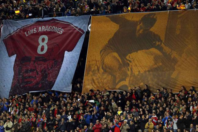 Calderón memories | A banner is displayed to pay tribute to former Spain's coach Luis Aragones, who past away at the age of 75, before Spain played Italy at Vicente Calderon stadium in Madrid March 5, 2014.