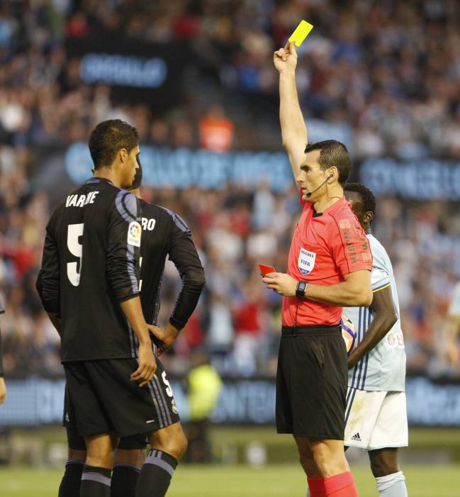 Referee Martinez Munuera shows Casemiro a yellow card during the first half against Celta Vigo.